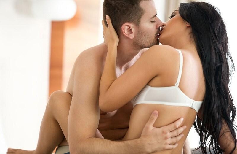 điểm g của đàn ông còn được kích thích qua cách hôn trên giường