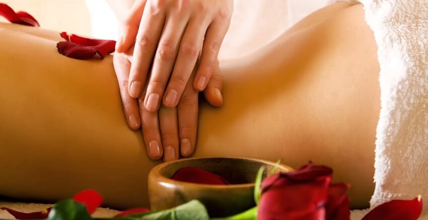 Massage tình dục là gì? Nghệ thuật massage tăng khoái cảm vợ chồng