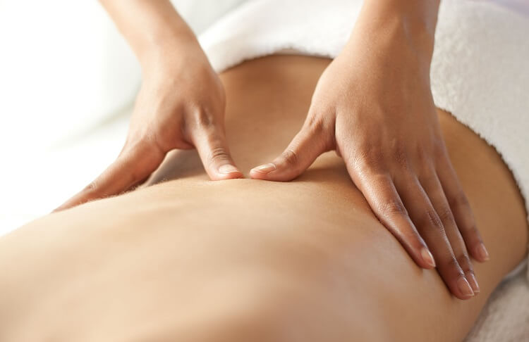 massage tình dục sử dụng kĩ thuật đôi tay cần nhẹ nhàng mơn trớn